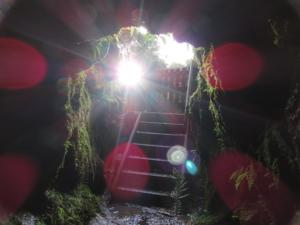 Höhle mit Sonne